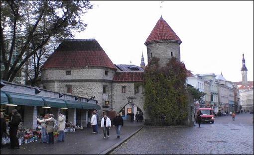 tallinn-street-scene