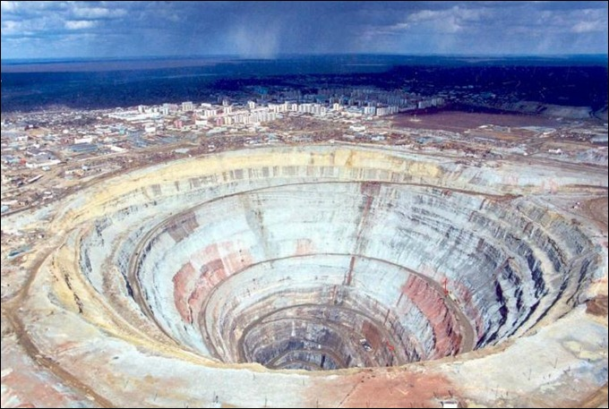 RU biggest_diamond_mine_image_20_cm