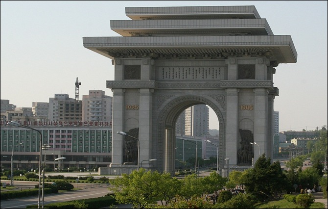 COR PyongYang-Arch_of_Triumph