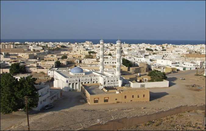 OM  Sur,_Mosque_as_seen_from_Fort_Sinesilas