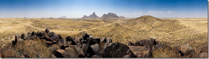 Panorama von klein Spitzkoppe, Spitzkoppe und Erongogebirge
