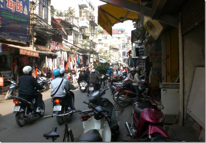 VI hanoi-old-town