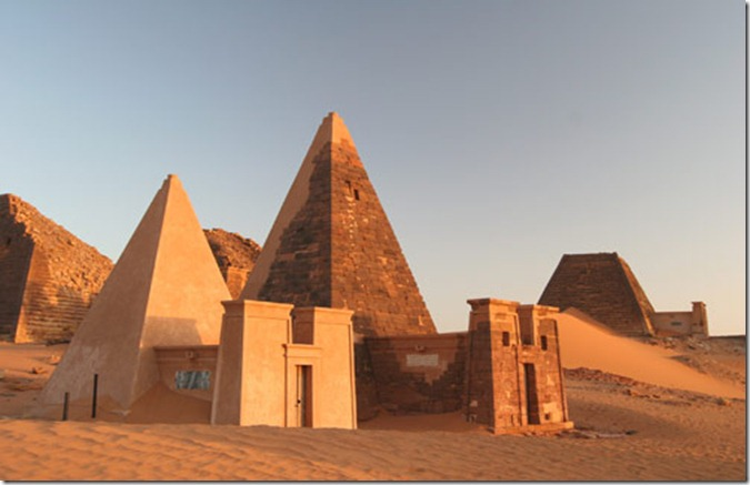 SUD meroe_pyramids2