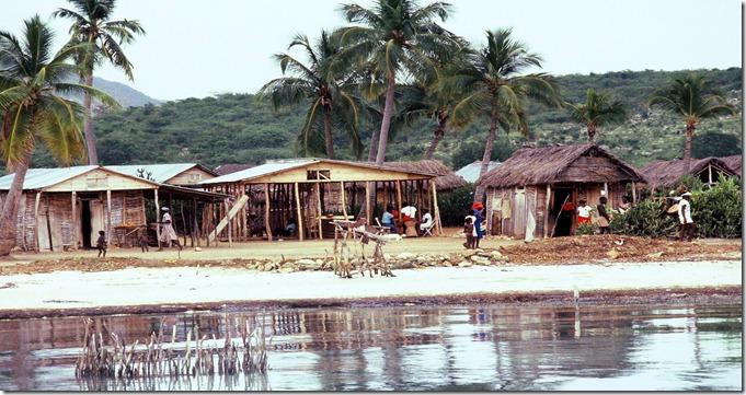 Haiti_Gonave_Island_houses