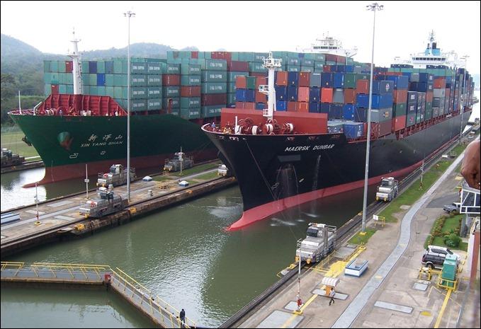panama-canal-cargo-shipsa
