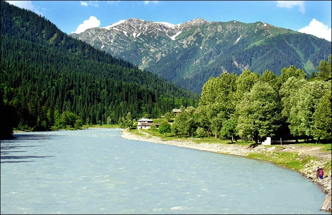 PAK Neelum River & the village of Halmat near Taobut