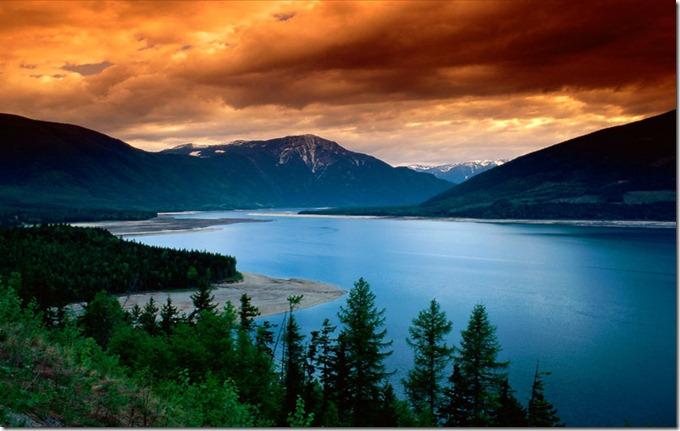 canupper_arrow_lake,_british_columbia,_canada