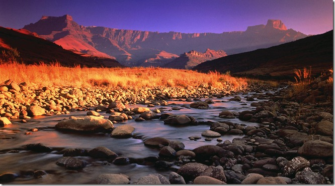 SUD drakensberg-and-tugela-river-at-sunset-royal-natal-national-park-south-africa_