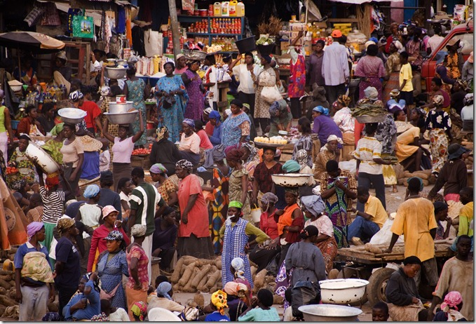 Overlooking the central Kumasi market at closing time in Kumasi, Ghana, November 24, 2006. (Photo by Arne Hoel)