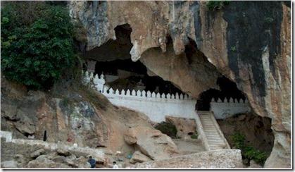 Laos_Pak_Ou_cave_small