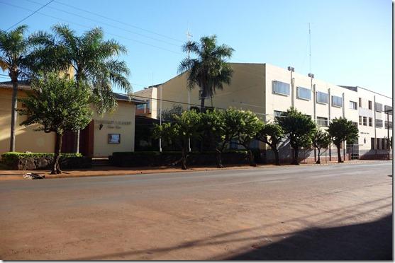 kyrkan Olaus Petri och  Instituto Carlos Linneo i centrala Oberá