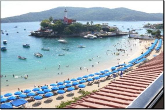 Acapulco-Caleta-Beach-